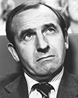 LEONARD ROSSITER AS REGINALD IOLANTHE PERRIN FROM THE FALL AND RISE OF REGINALD PERRIN #1 - BLACK & WHITE Movie Photo - (4 Different Photograph & POSTER Sizes Available)